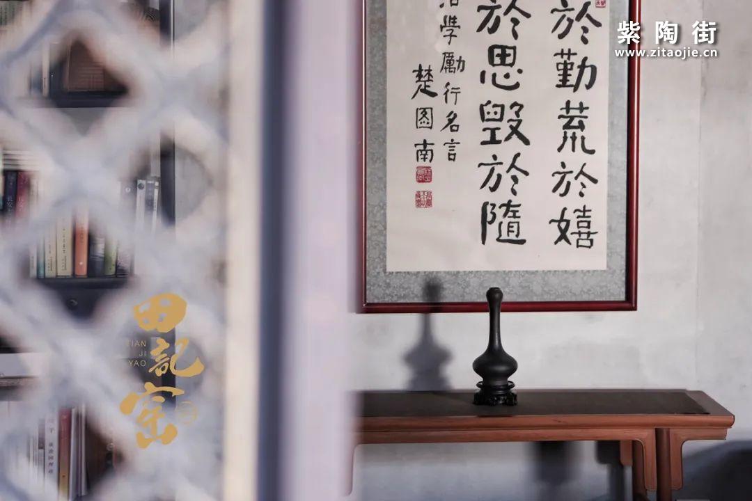 田记窑铁线描花卉蒜头小瓶-紫陶街