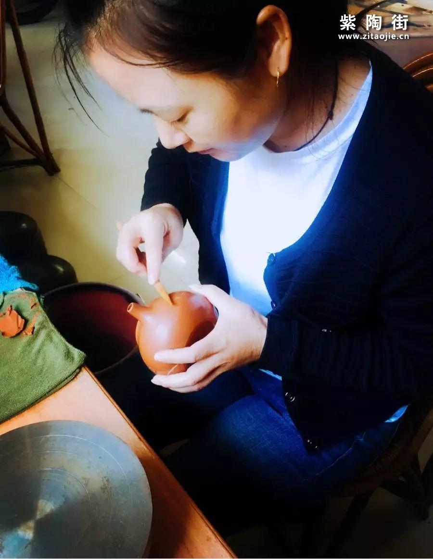 建水紫陶大师李映禄和他的妻子李艳插图4