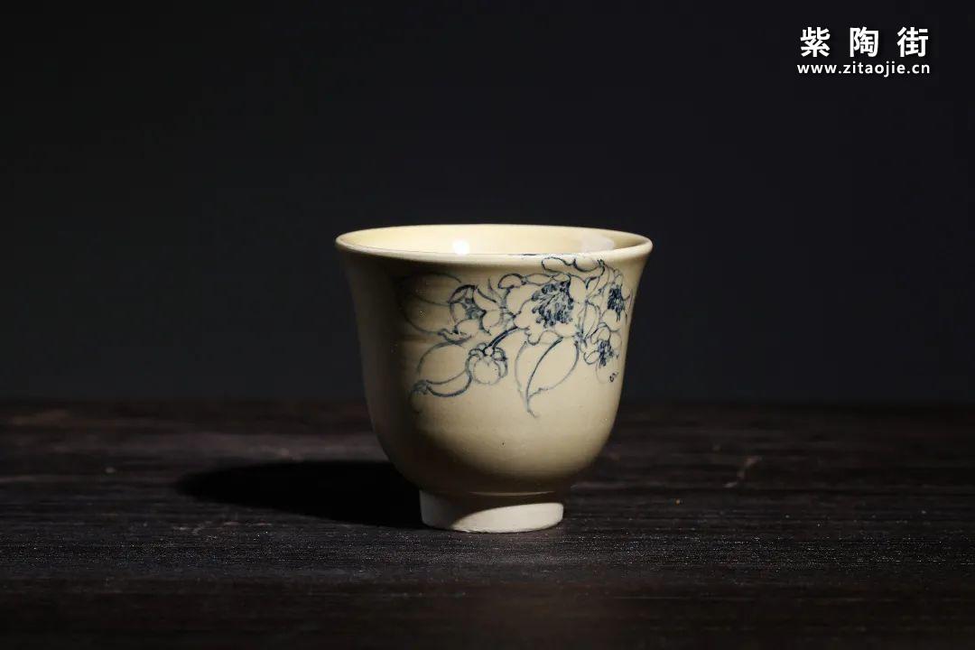 云南青花瓷的工艺与绘画研究及建水李俊青花瓷作品插图3