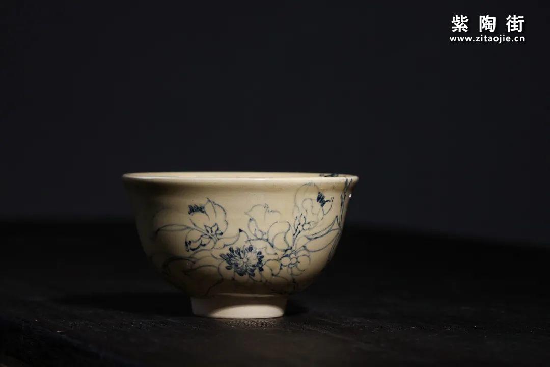 云南青花瓷的工艺与绘画研究及建水李俊青花瓷作品插图13